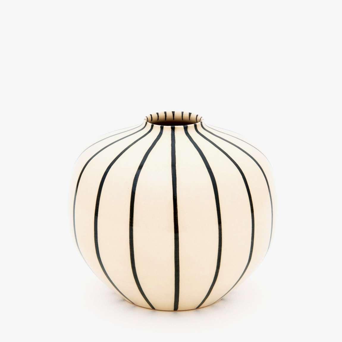 schwarz wei e hb ritz keramik von hedwig bollhagen zeitlos sch n. Black Bedroom Furniture Sets. Home Design Ideas