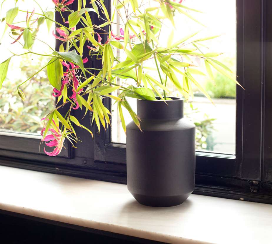 BJ-vase-black-mood-1128-1012
