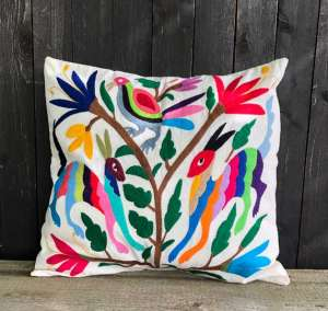 trooves-otomi-kissen-cushion-mood-572x542